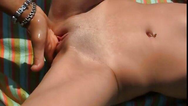 تولید کننده به وضوح از جیبش یک فیلم سکسی انجمن نوزاد داغ